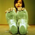 幼児が夜中に足が痛いと号泣|成長痛の原因と4つの対処法